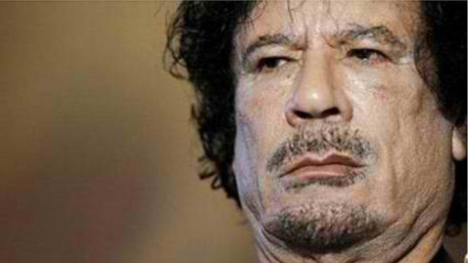 «Δε θα ανακληθεί το ένταλμα σύλληψης του Καντάφι»