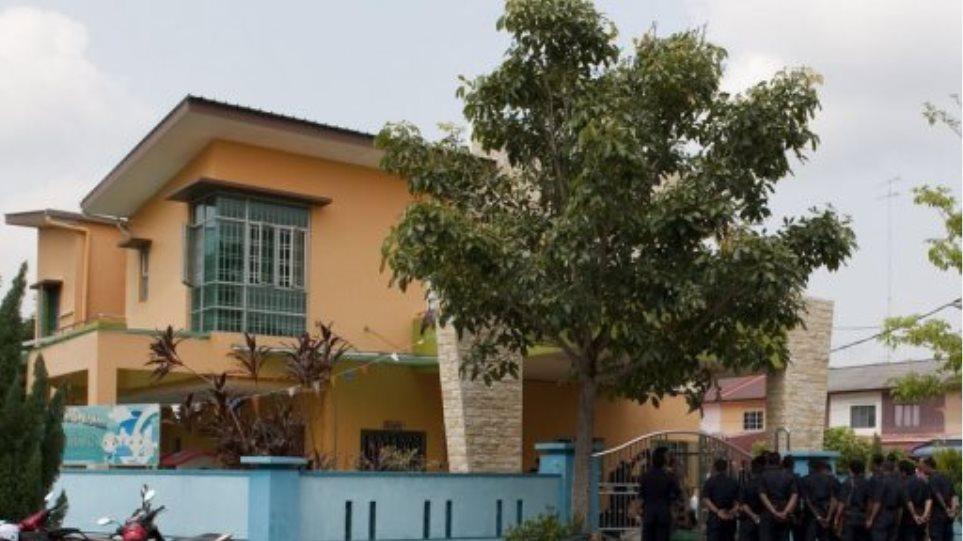 Άντρας κρατά ομήρους 30 παιδιά σε νηπιαγωγείο της Μαλαισίας