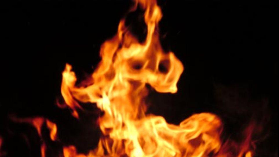 Σε εξέλιξη πυρκαγιά στο ρέμα της Χελιδονούς
