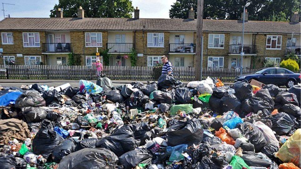Μια πόλη μέσα στα σκουπίδια