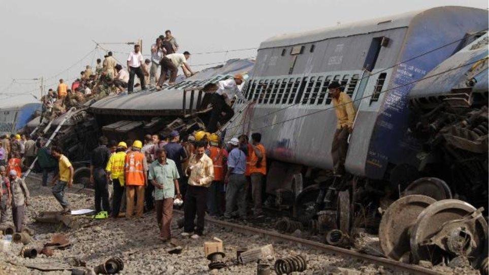 Δεκάδες νεκροί από τον εκτροχιασμό τρένου στην Ινδία