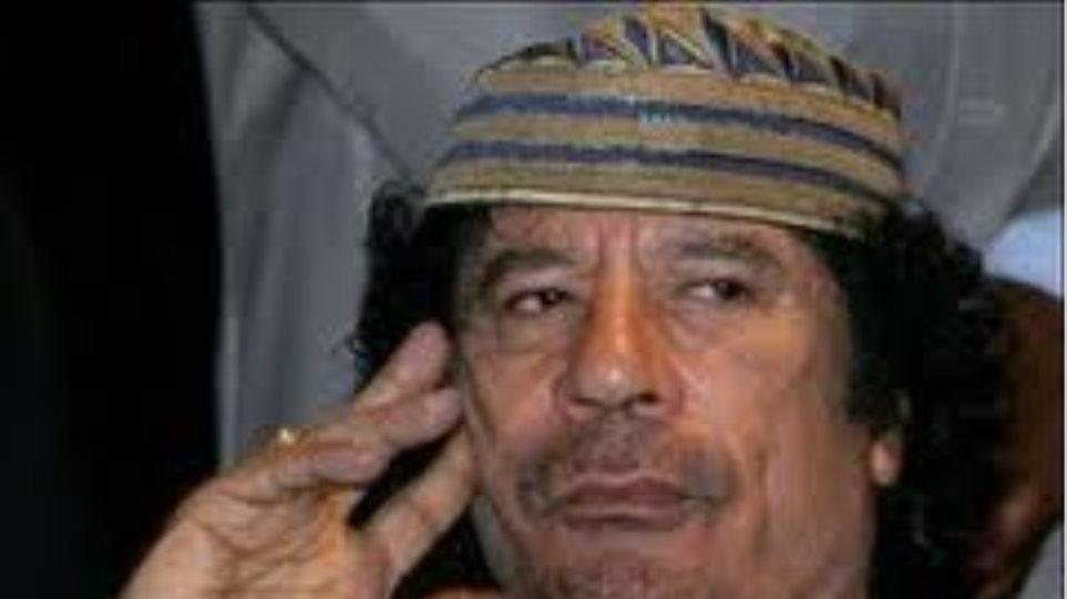 """""""Ο Καντάφι πρέπει να παραιτηθεί από την εξουσία"""""""
