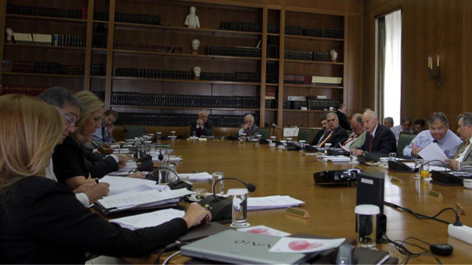 Δραματικό υπουργικό συμβούλιο, με την Ελλάδα στα όρια…