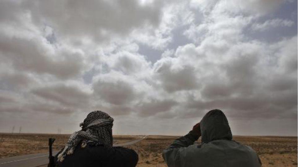 """Τα """"έσπασαν"""" για μεταβατική κυβέρνηση στη Λιβύη"""