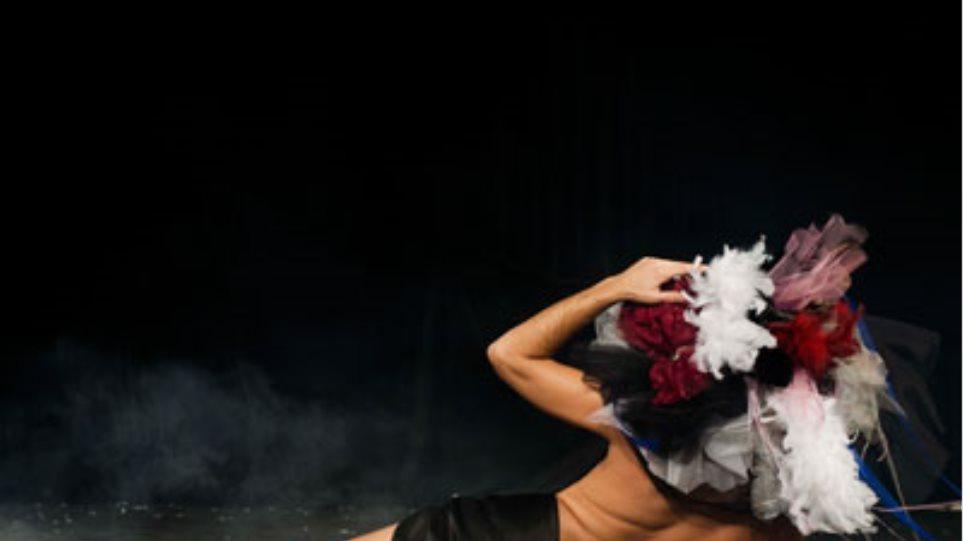 """""""Ήρωες"""" της Ελένης Γκασούκα στο θέατρο Εμπορικόν"""