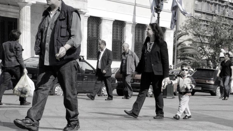 Δραματικά φτωχότεροι όλοι οι Έλληνες