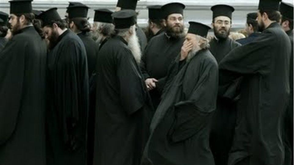 303 ιερείς στην υπηρεσία του υπουργείου Παιδείας