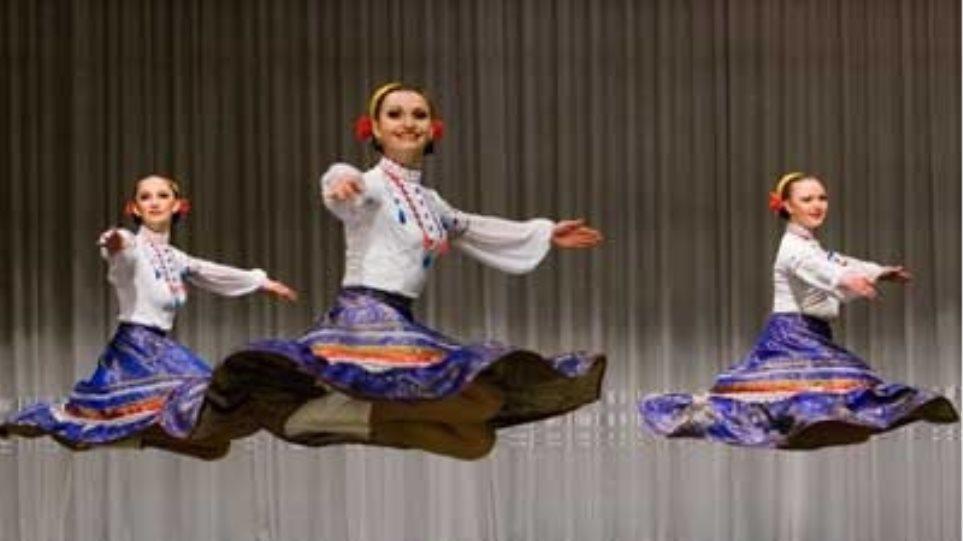 """Οι """"Κοζάκοι της Ρωσίας"""" χορεύουν στο Badminton"""