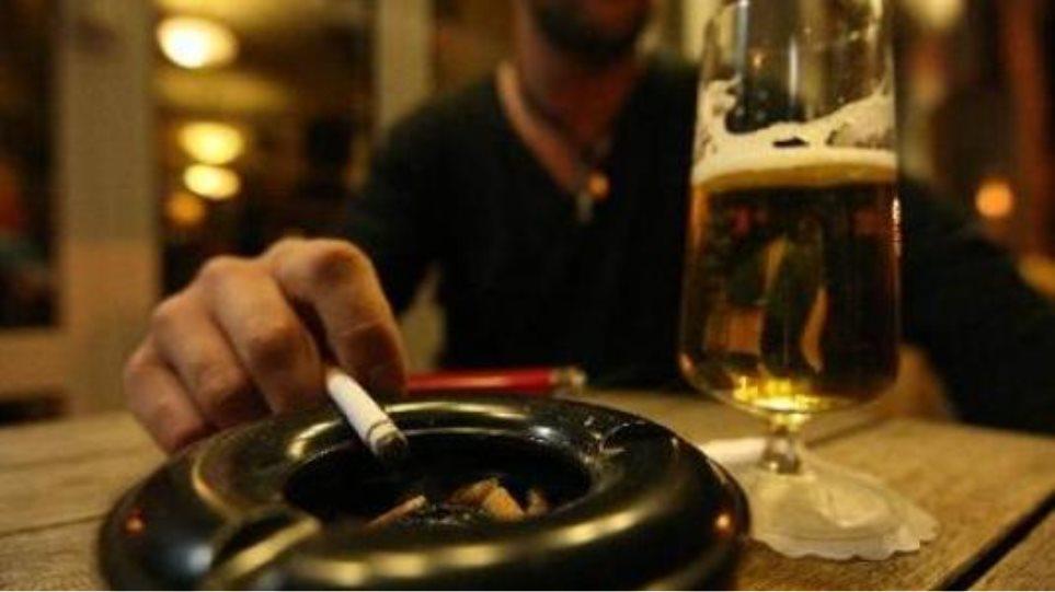 Αντικαπνιστικός Νόμος: Πάνω από 1.500 καταγγελίες στο «1142» κατά τις πρώτες 2 εβδομάδες λειτουργίας