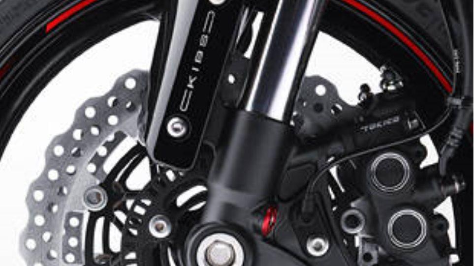 Συνδέστε την σταγόνα φορτιστή μοτοσικλέτα