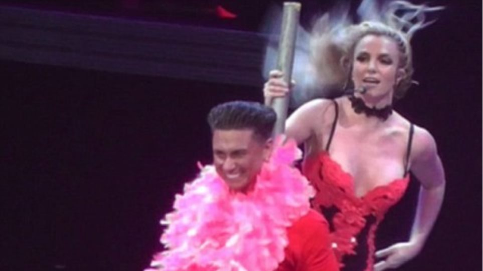 Στριπτίζ επί σκηνής η Britney Spears!