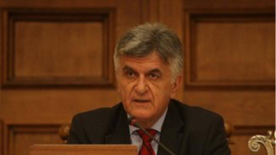 Πετσάλνικος: «Δεν θα υπογράψω για αύξηση αποδοχών των βουλευτών»