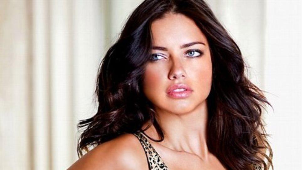 32fcea86a62 Adriana Lima: Τα «καυτά» εσώρουχα του καλοκαιριού