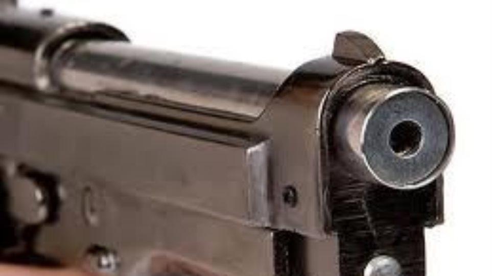 Τραυματισμός δύο ατόμων από ανταλλαγή πυροβολισμών