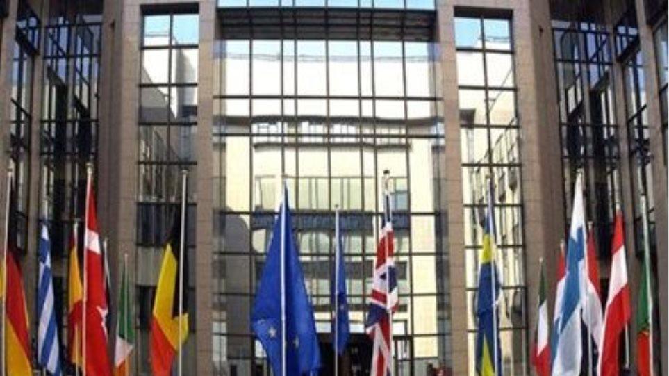 Εντός ευρωζώνης θέλει  την Ελλάδα η Κομισιόν
