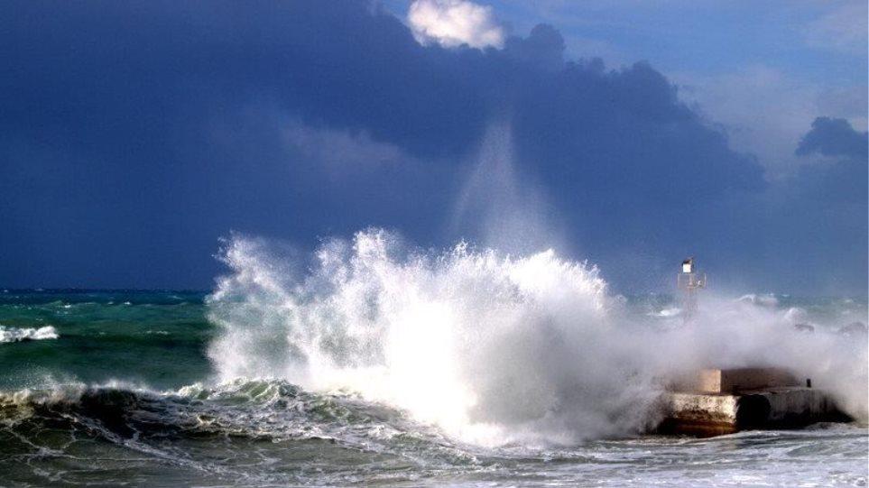 «Τσουνάμι» χτύπησε τη Χώρα Σφακίων