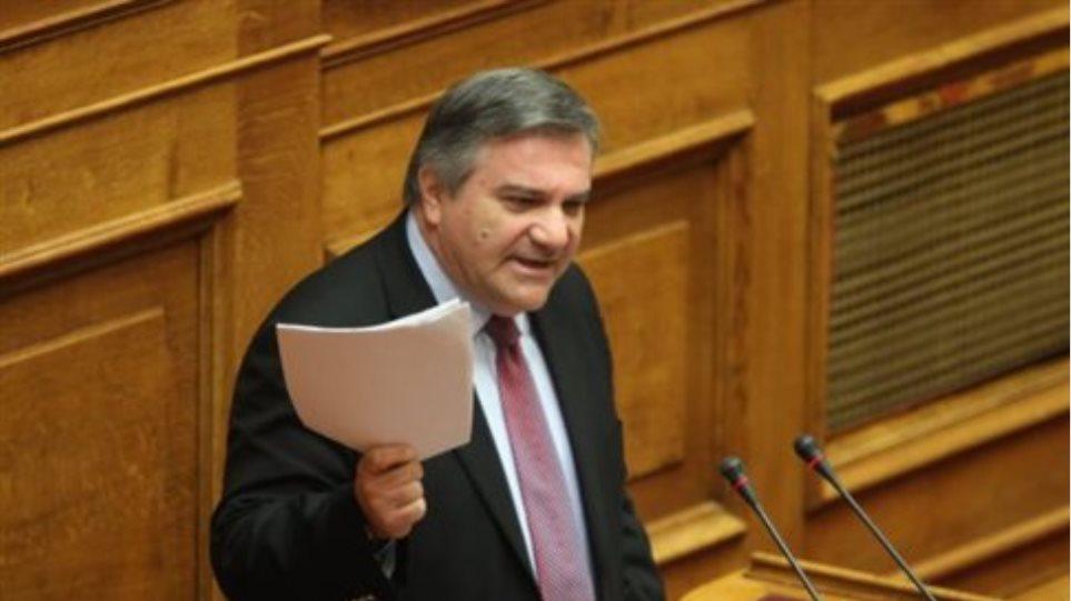 Απέχουν από την ψηφοφορία έξι βουλευτές του ΠΑΣΟΚ