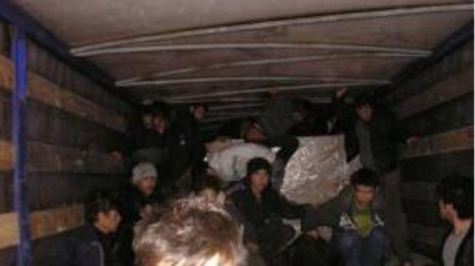 Σύλληψη μελών κυκλώματος διακίνησης λαθρομεταναστών