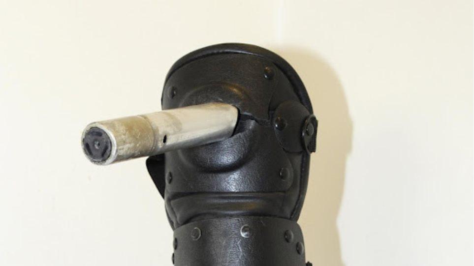 Φωτογραφίες από τα νέα όπλα των κουκουλοφόρων