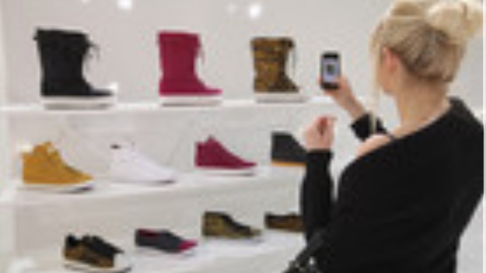 """""""Επίθεση"""" της Adidas στα νεαρά κορίτσια μέσω... Facebook"""