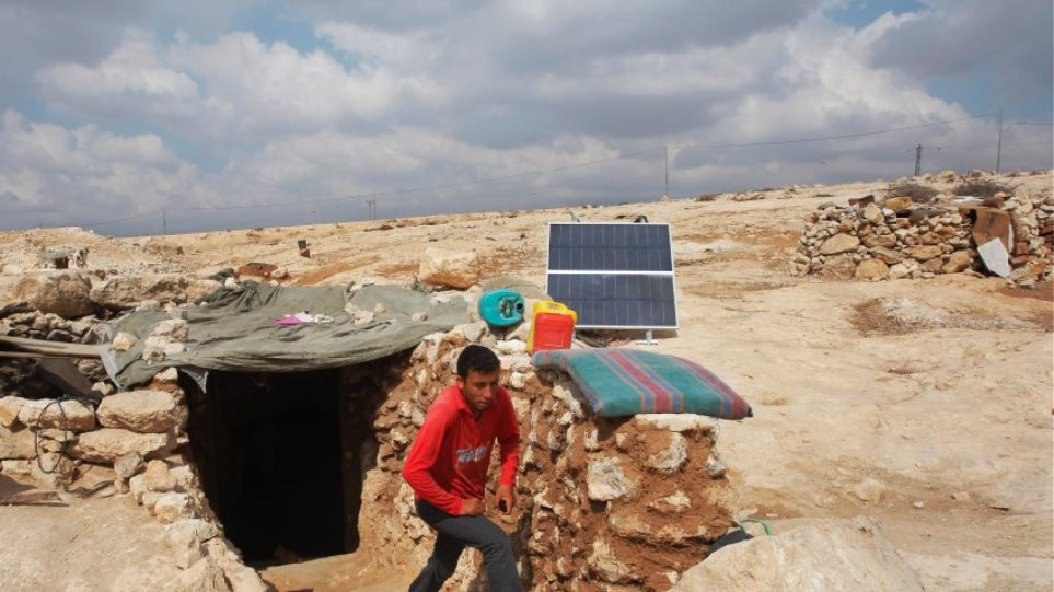 Στο «σκοτάδι» πολλά παλαιστινιακά χωριά