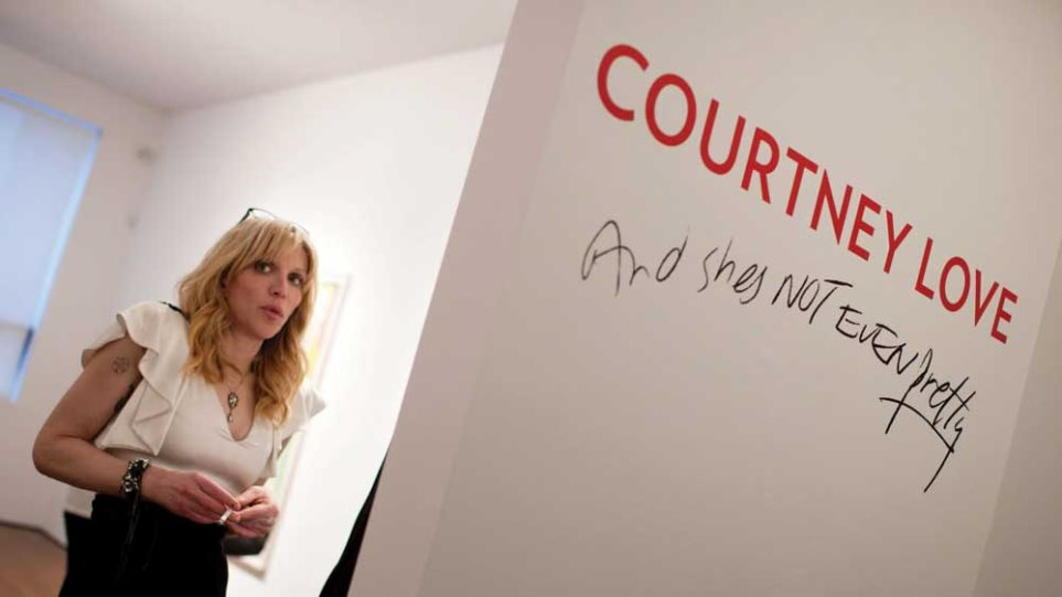 Η Courtney Love ζωγραφίζει!