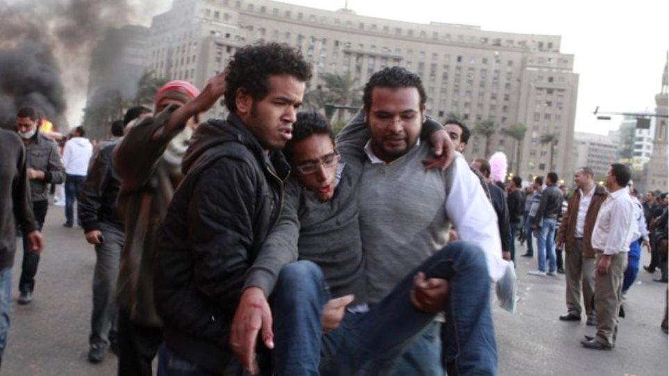Δύο νεκροί και 130 τραυματίες σε συγκρούσεις στο Κάιρο