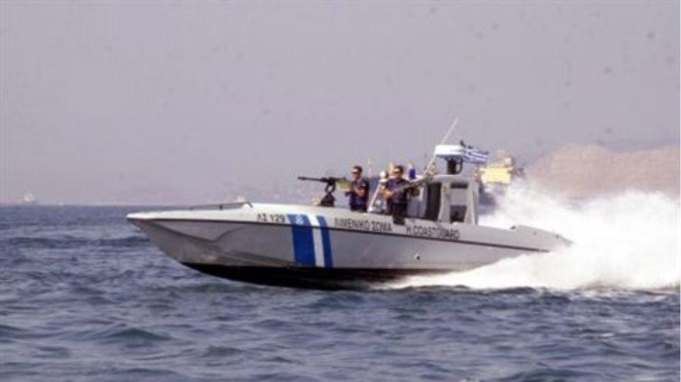 Σκάφος με παράνομους μετανάστες εντοπίστηκε στον Αστακό
