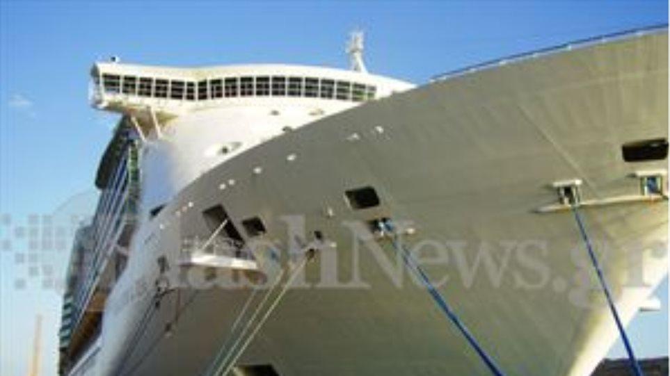 «Έδεσε» στο λιμάνι της Σούδας το πρώτο κρουαζιερόπλοιο