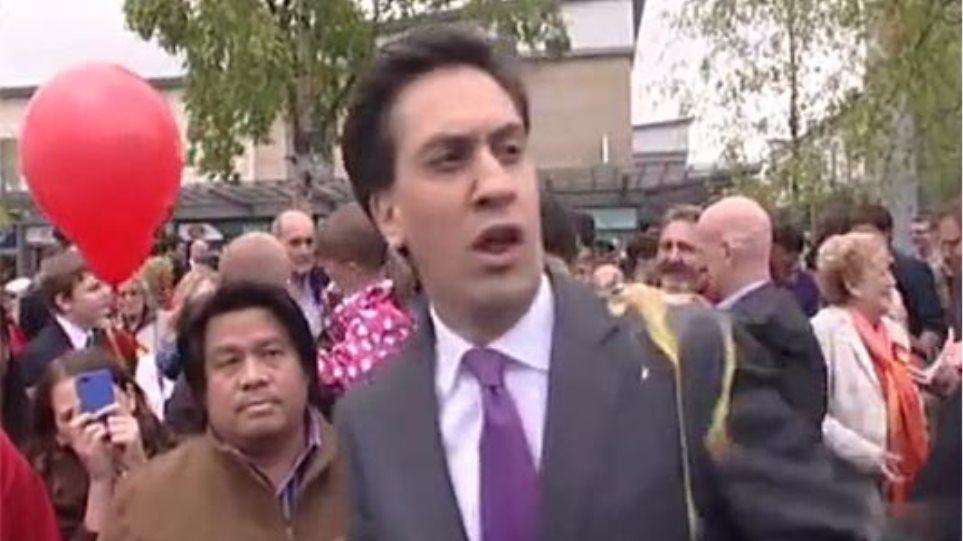 Πέταξαν αυγό στον Βρετανό πολιτικό Eντ Μίλιμπαντ