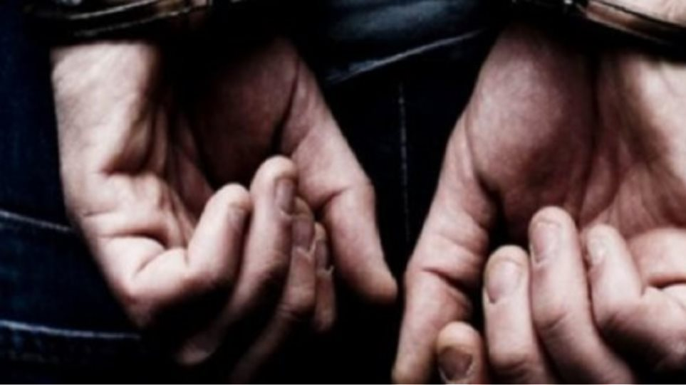 Συνέλαβαν συνταξιούχο για... υβριστικά φυλλάδια