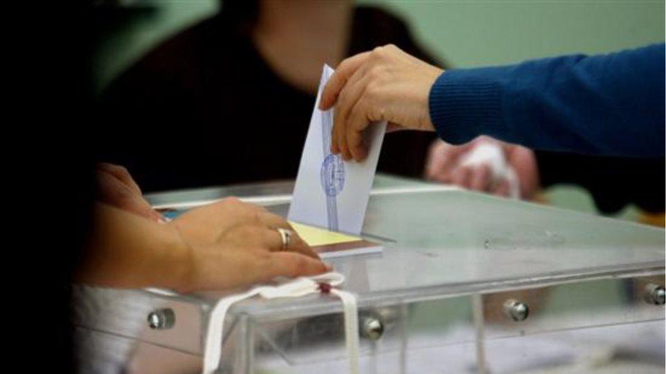 Αλλες πέντε τηλεφωνικές γραμμές για τη διευκόλυνση των ψηφοφόρων