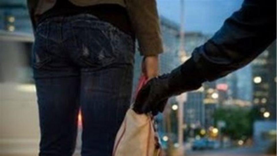 Συνελήφθησαν δύο τσαντάκηδες στη Λάρισα