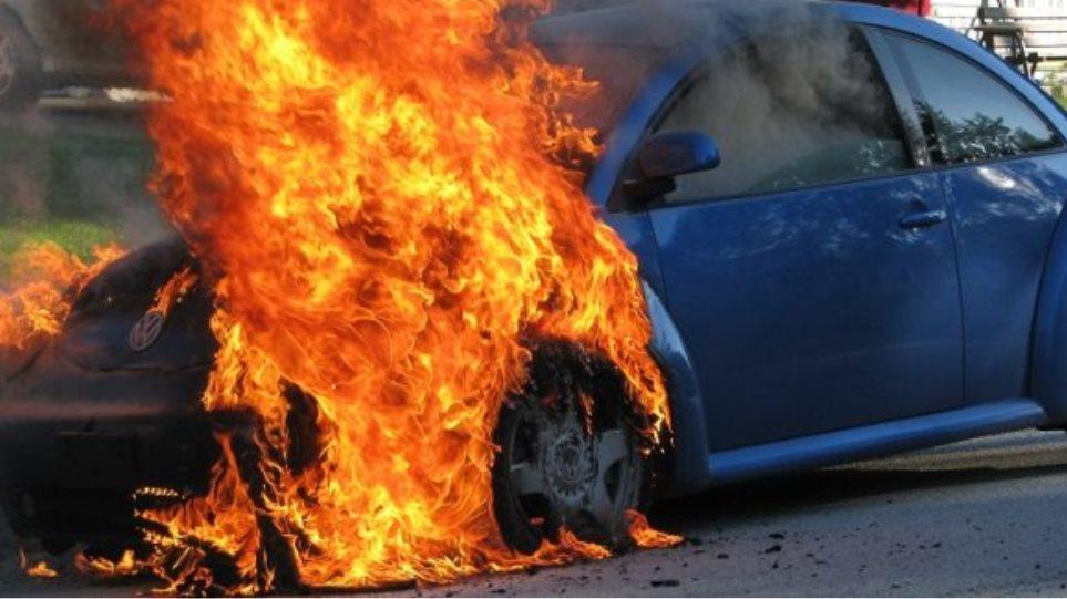 """Φωτιά ... εν κινήσει """"άρπαξε"""" αυτοκίνητο!"""