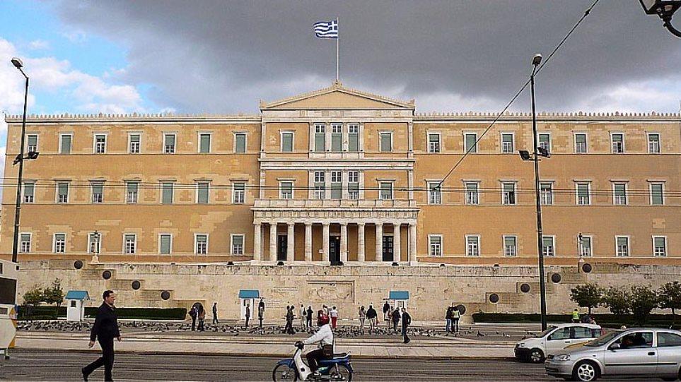 Εξι μονοεδρικές η ΝΔ, Σάμος στο ΚΚΕ, Κεφαλονιά στο ΣΥΡΙΖΑ