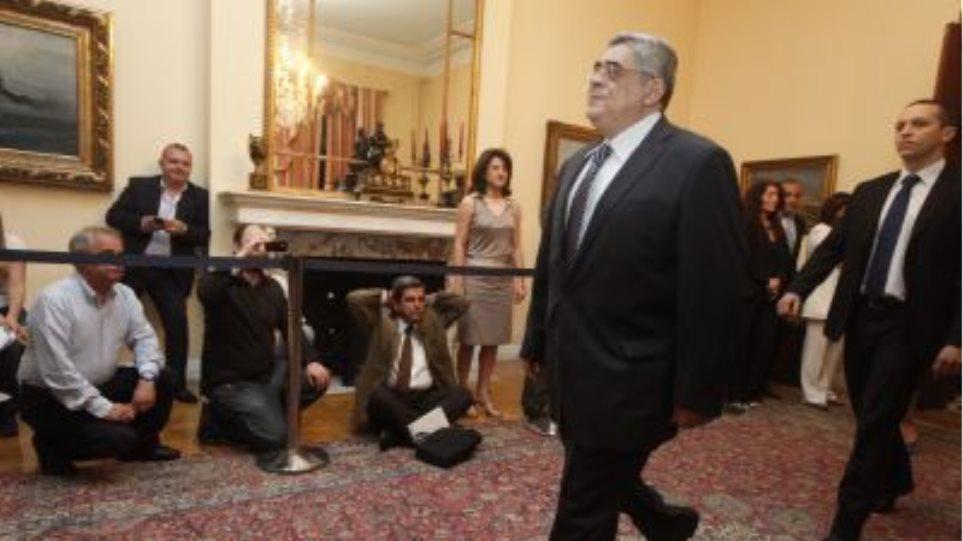 «Πρωθυπουργός διεθνούς κύρους να καταργήσει το Μνημόνιο»