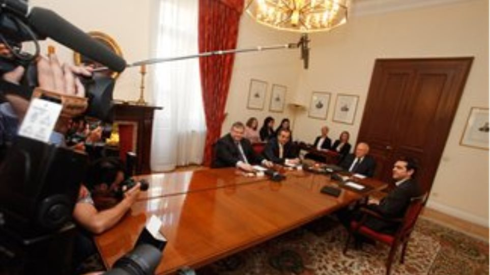 Suspenseful meetings for the formation of a government