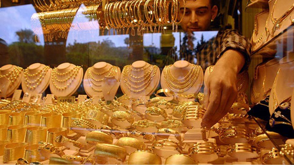 Οι Ιρανοί αγοράζουν μανιωδώς χρυσάφι