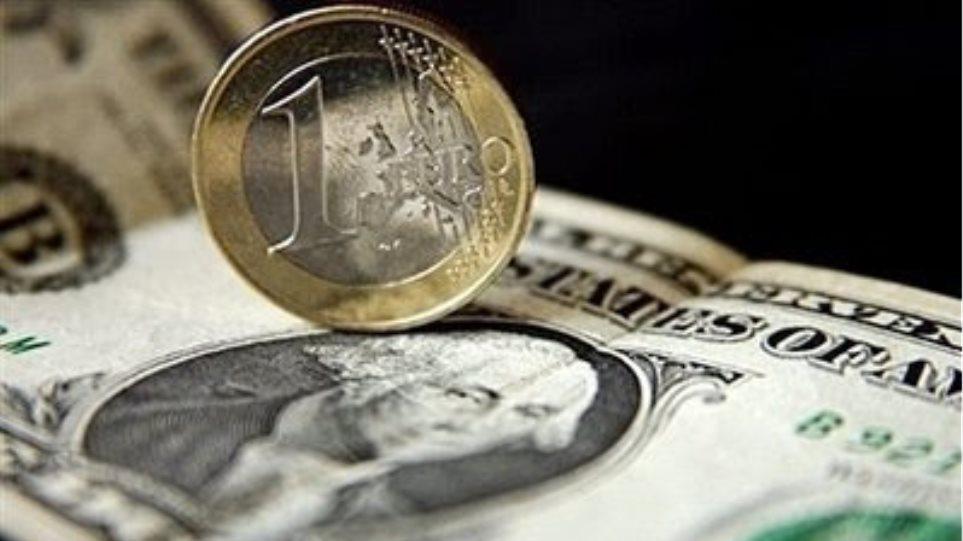 Βυθίζεται το ευρώ έναντι του δολαρίου