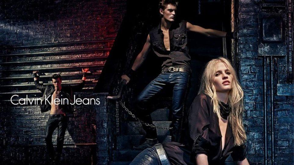 Lara Stone: Φορώντας Calvin Klein