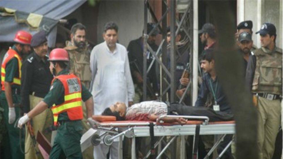 Οκτώ αστυνομικοί νεκροί σε επίθεση ενόπλων στο Πακιστάν
