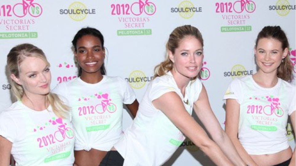 Οι «Άγγελοι» της Victoria Secret κάνουν ποδήλατο