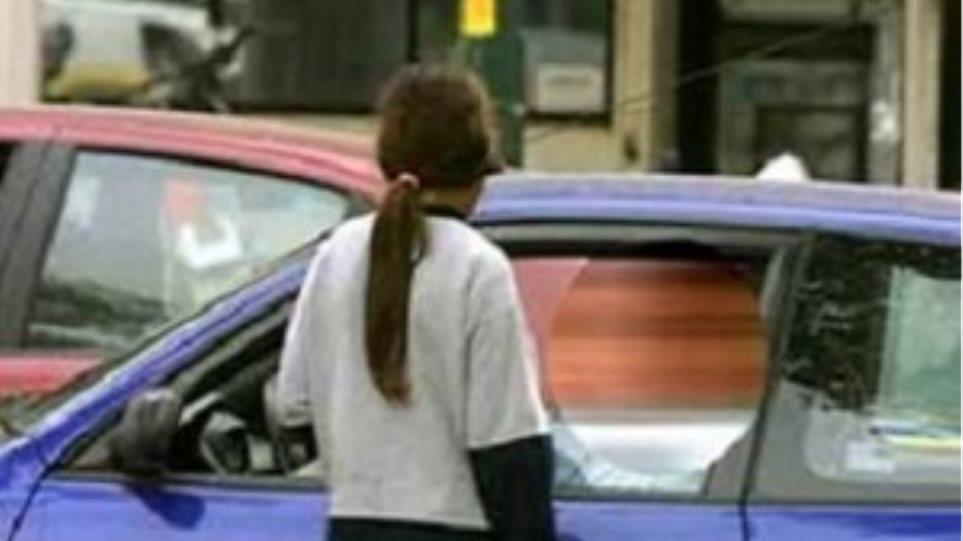 Οδηγός χτύπησε ανήλικη επειδή του καθάρισε τα τζάμια