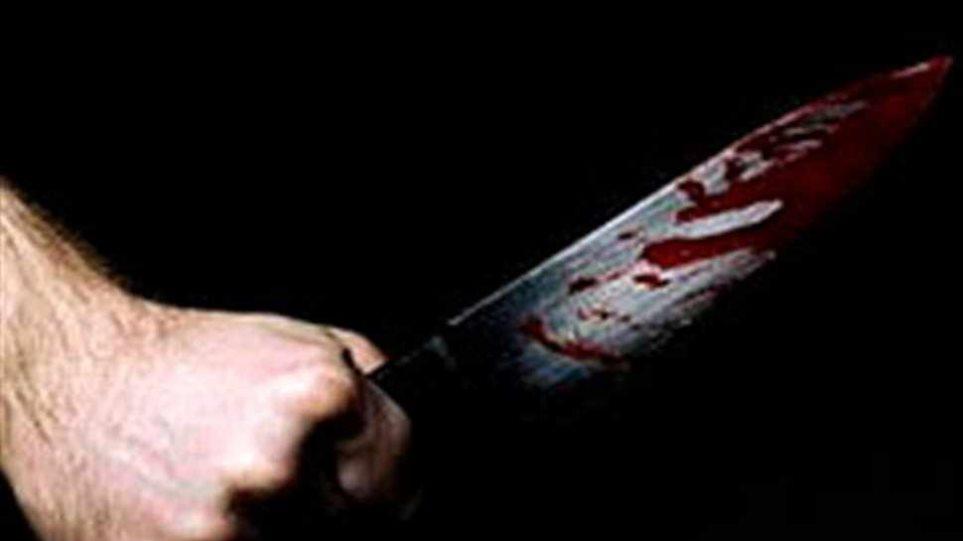 Αλλοδαπός βρέθηκε μαχαιρωμένος σε ένα παγκάκι