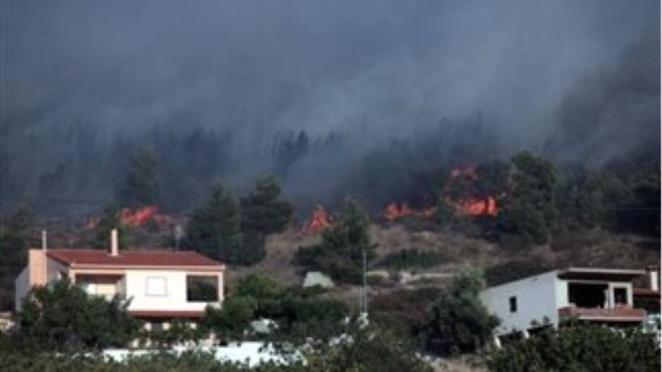 Υπό μερικό έλεγχο η πυρκαγιά στη Ριτσώνα