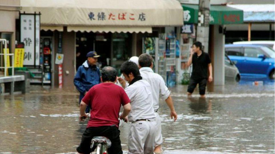 Πάνω από 5.000 άνθρωποι παραμένουν αποκλεισμένοι στην Ιαπωνία