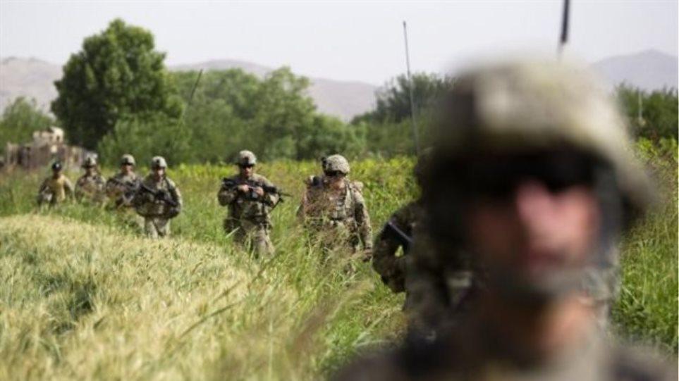 Δύο στρατιώτες του ΝΑΤΟ και τρεις Αφγανοί νεκροί σε επιθέσεις