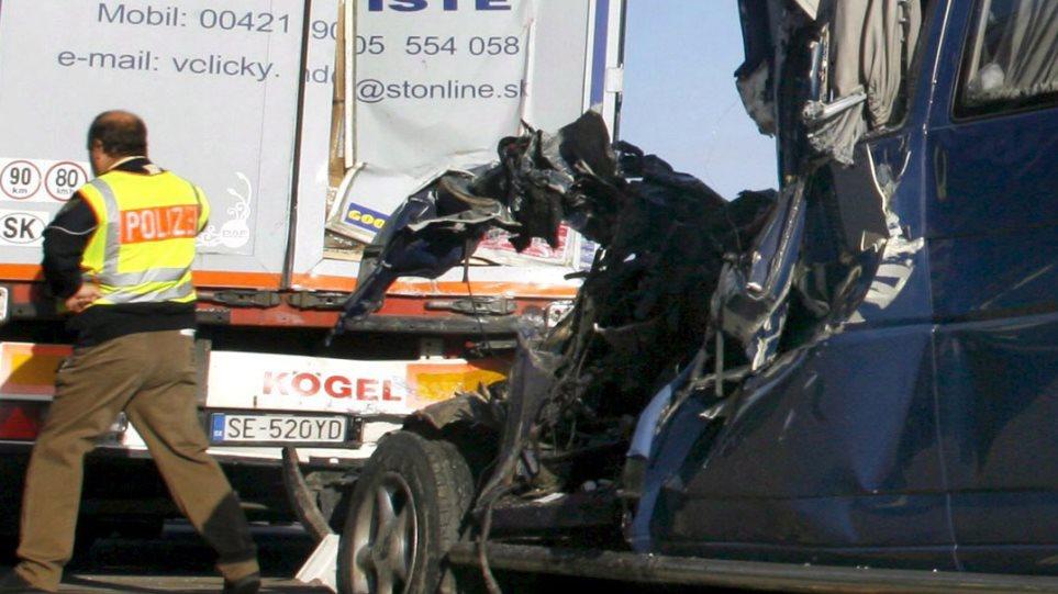 Εννέα νεκροί απο σύγκρουση τρένου με λεωφορείο στην Πολωνία