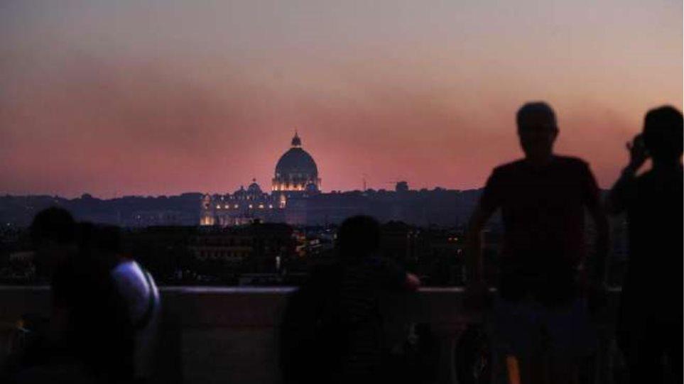 Τρόμος από πυρκαγιά στη Ρώμη