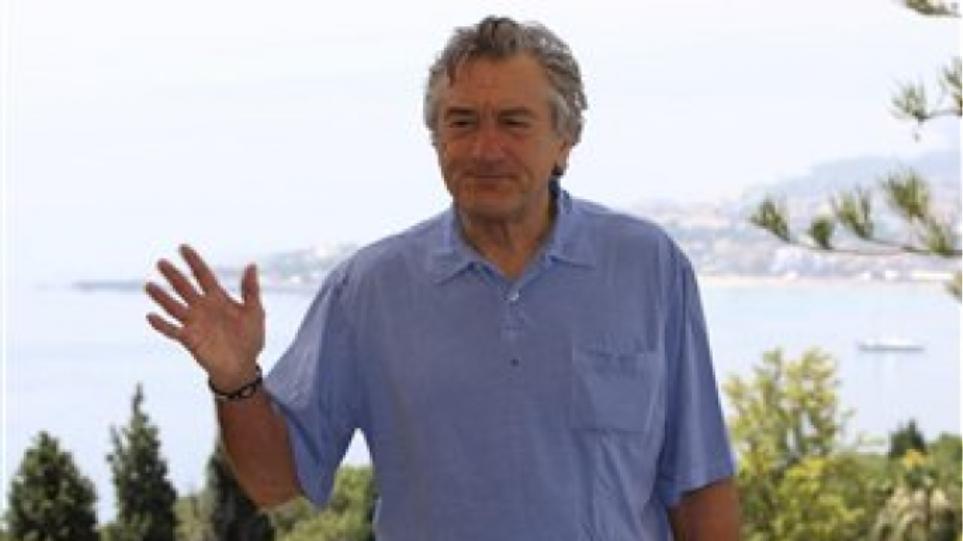 Ψάχνει σπίτι στη Σαντορίνη ο Robert De Niro;